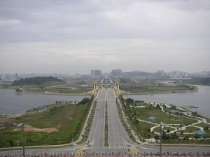 Putrajaya, nouvelle capitale fédérale de Malaisie, située à 25 kilomètres de Kuala Lumpur. Image libre de droit.