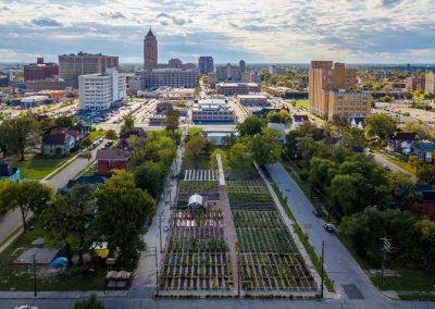 Photo aérienne d'une ferme d'agriculture urbaine à Détroit