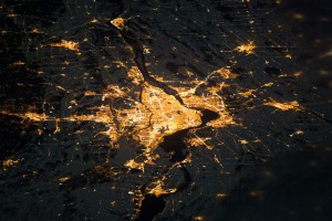 Montréal, la nuit. Photo de la NASA. 2014.