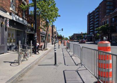 Corridor sanitaire installé le long d'une rue commerciale, Montréal