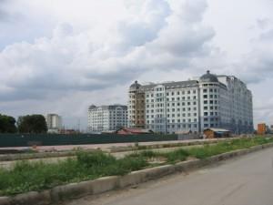 """Enclave résidentielle """"The Manor"""" en construction à Hanoi. Crédit: Danielle Labbé, 2005"""