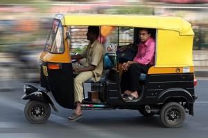 Auto-rickshaw dans les rues de Bangalore (Inde) (Source : Google image, n.d.)